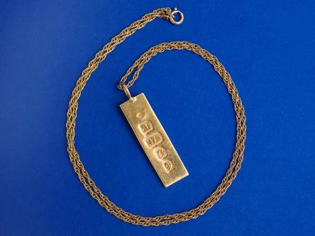 9ct Gold Bar and Chain