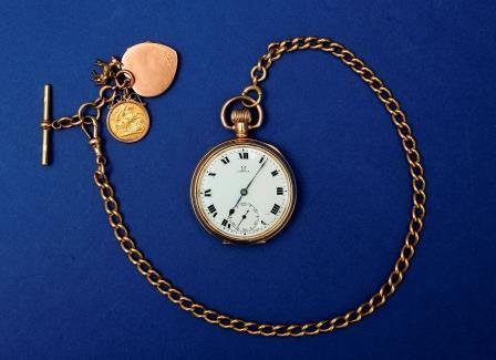 Gent's Pocket Watch & Chain.