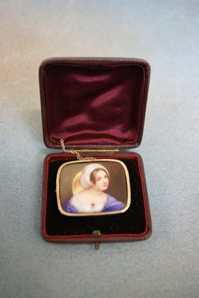 Continental Porcelain Brooch.